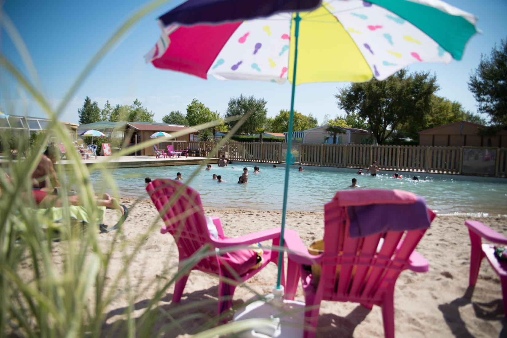 Camping le petit paris le ch teau d olonne campings for Camping veules les roses avec piscine