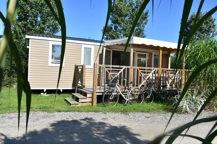 mobil home 3 chambres avec terrasse camping le petit paris