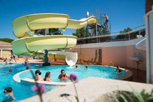piscine et toboggans aquatiques en vendée